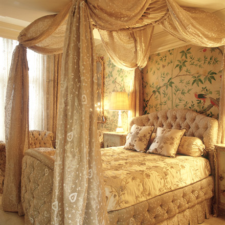 Ladies Bedroom The Surround Of This Chinoiserie Wallpaper Creates A Peaceful Haven From Active Family Life The Confluence Of Grandeur And Comfort Results